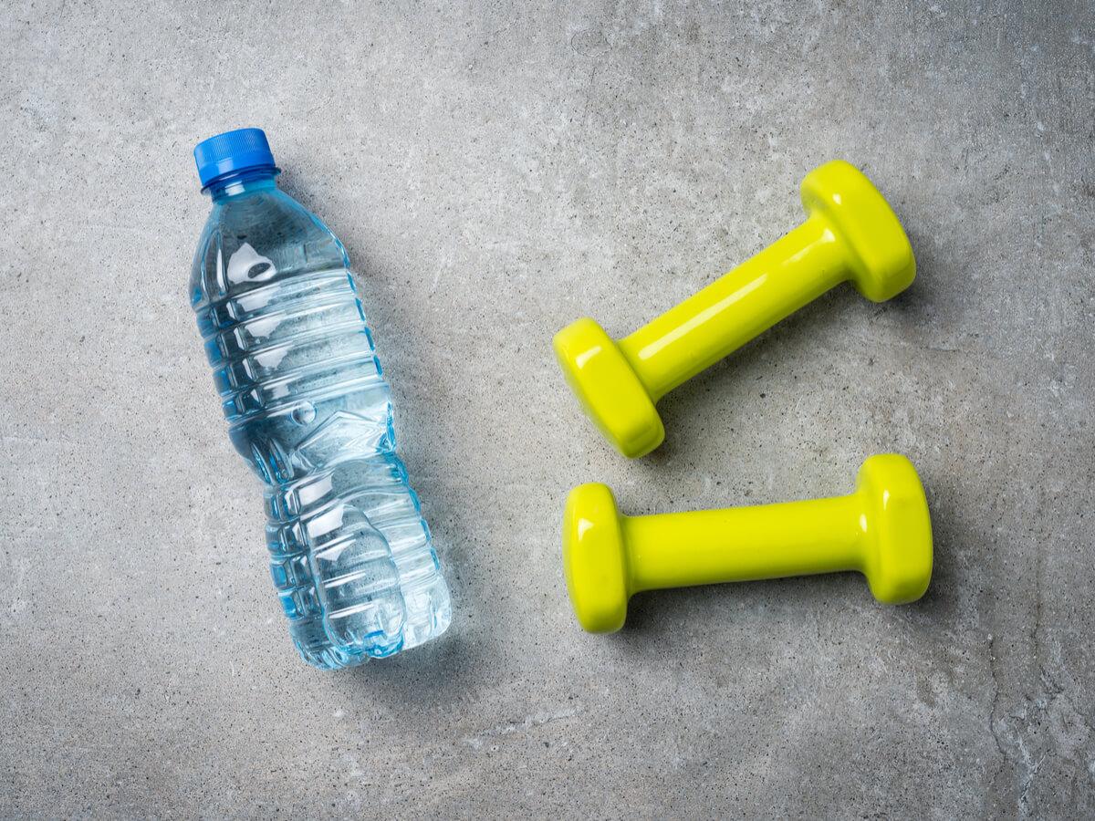 ウォーターダンベルおすすめ10選!正しい使い方は重さによって違う?