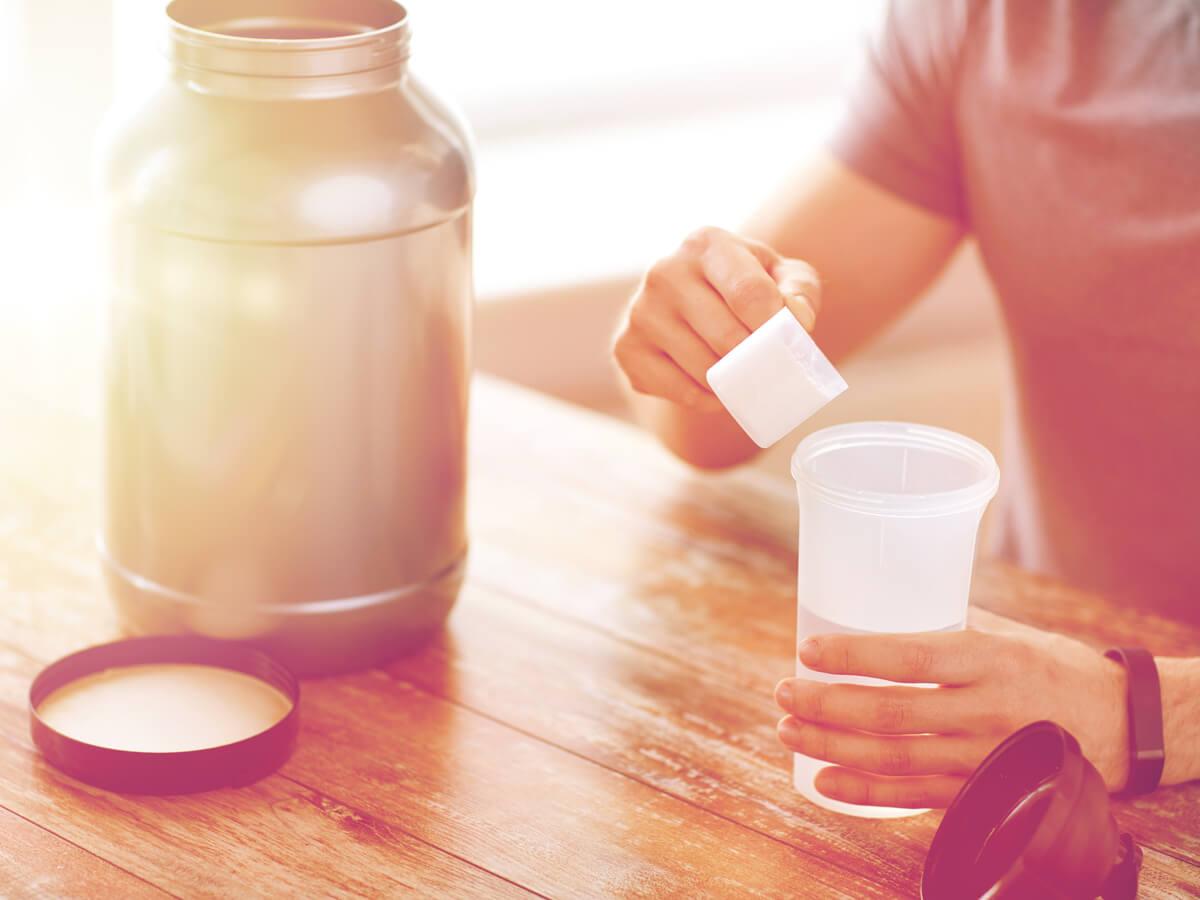 筋トレしない日でもプロテインは必要?効果的な摂取量とタイミングとは