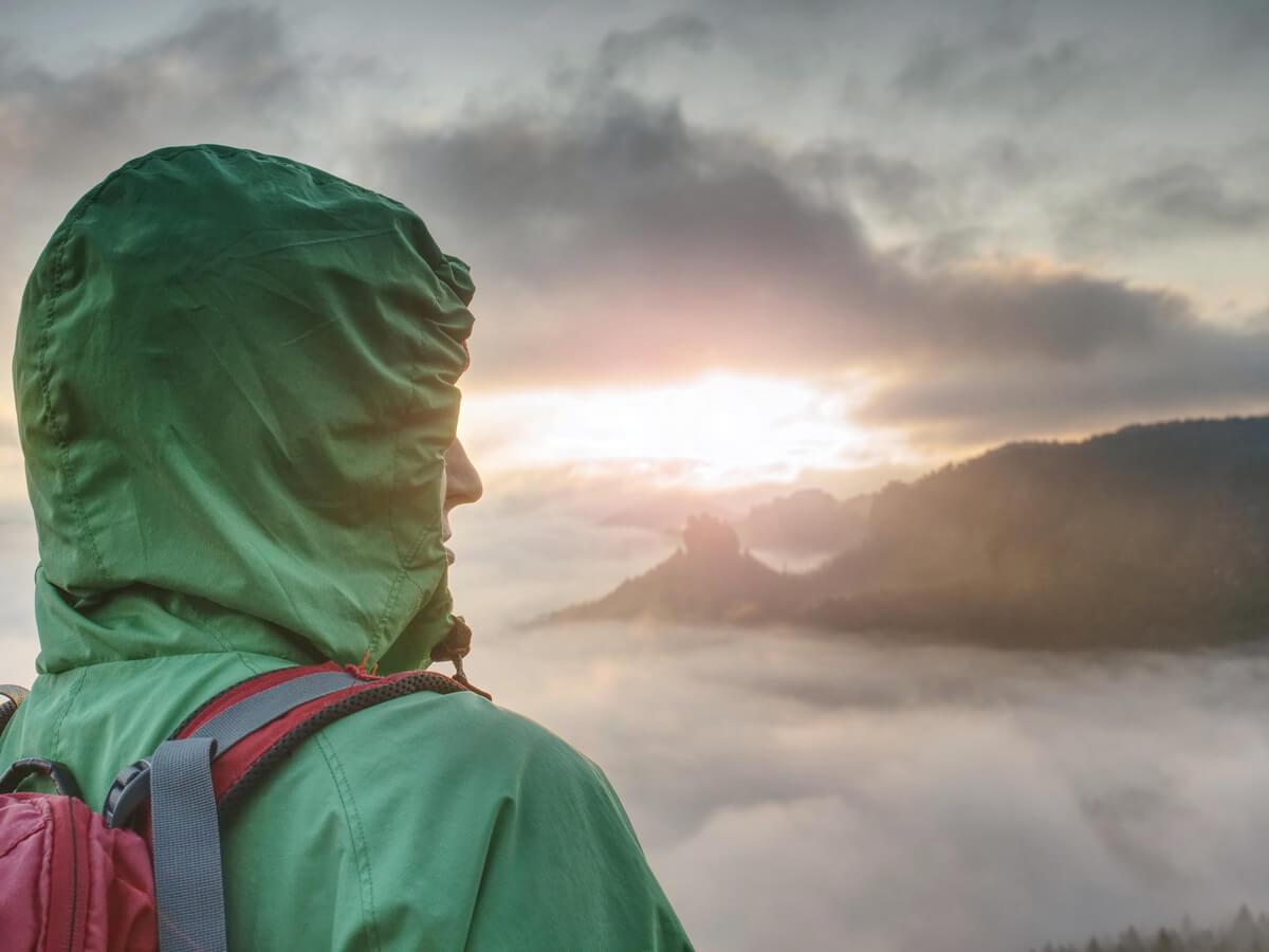 登山用レインウェアおすすめ12選!人気ブランド別にご紹介