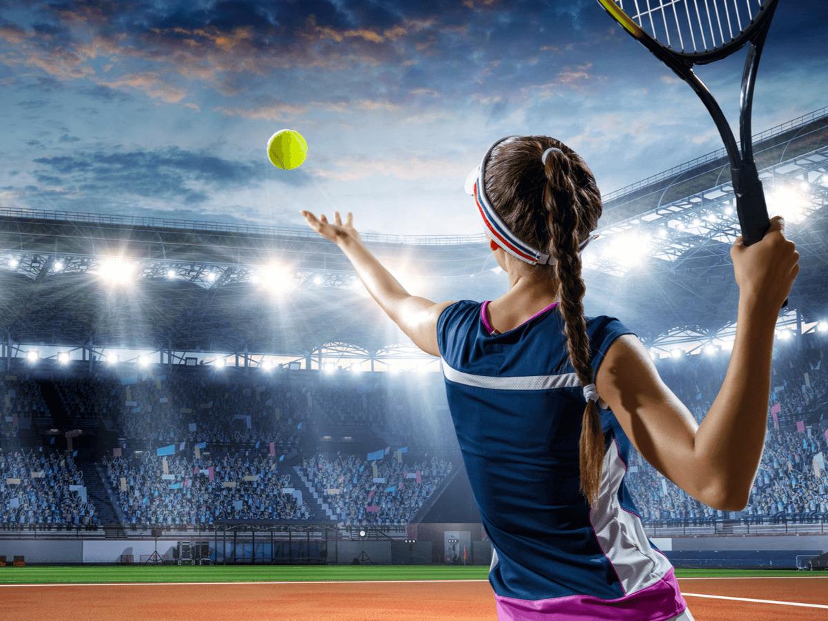 テニスしている女性